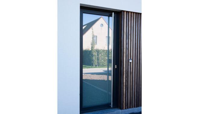 Glazen kunststof deur