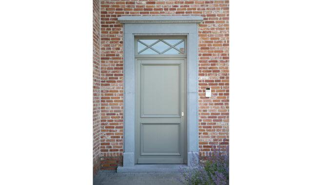 Klassieke kunststof deur